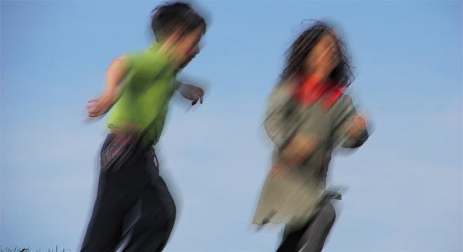 Bewegungsdrang ist normal, gekoppelt mit starker Unruhe kann eine psychische Störung dahinter stecken